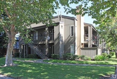 1511 S Mills Ave, Lodi, CA 95242