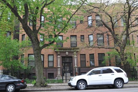 Photo of 833 W Wellington Ave # 1 E, Chicago, IL 60657