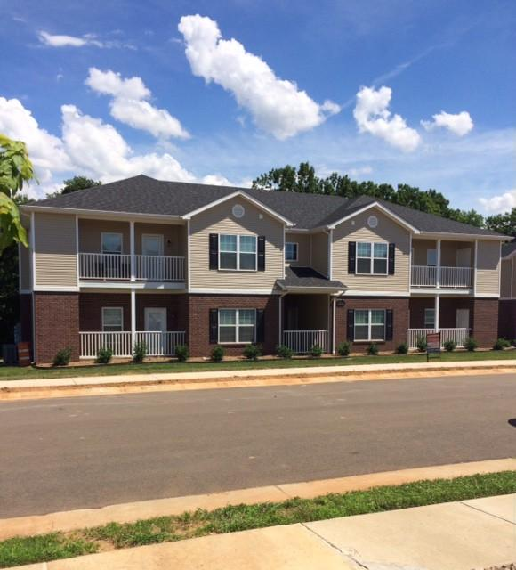 Creekwood Village Townhomes and Apartments