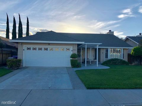 Photo of 2041 Stanford Ct, Los Banos, CA 93635