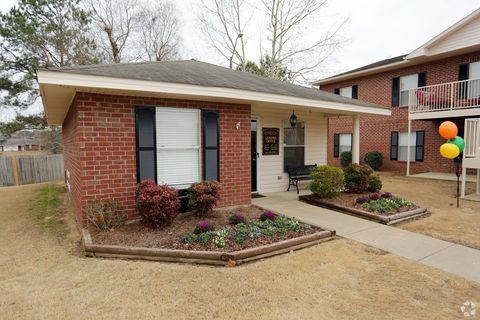 Photo of 35 Cherry St, Wetumpka, AL 36092
