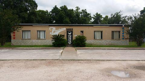 401 W Mulberry St, Angleton, TX 77515