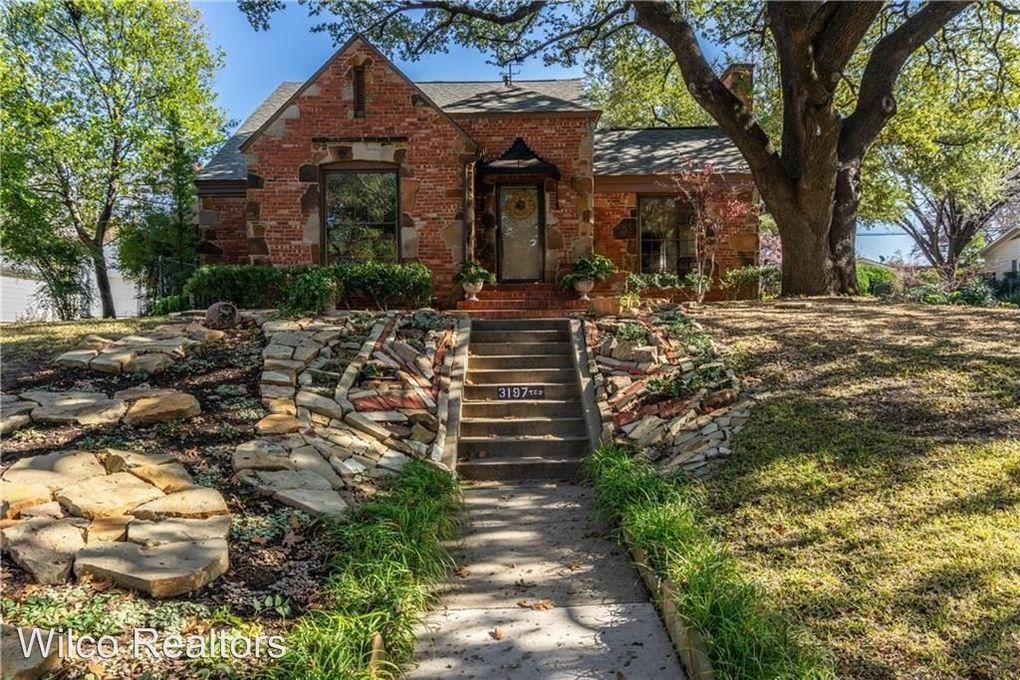 3197 Westcliff Rd W, Fort Worth, TX 76109