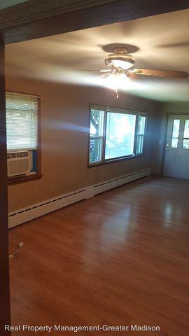Photo of 111 E Pleasant St, Portage, WI 53901