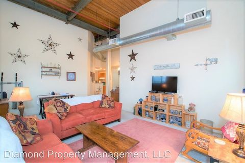 Photo of 723 S Main St, West Bend, WI 53095