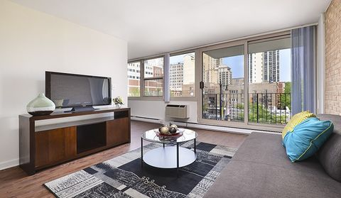 Photo of 2470 N Clark St, Chicago, IL 60614