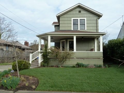 Photo of 1319 Ne Ainsworth St, Portland, OR 97211
