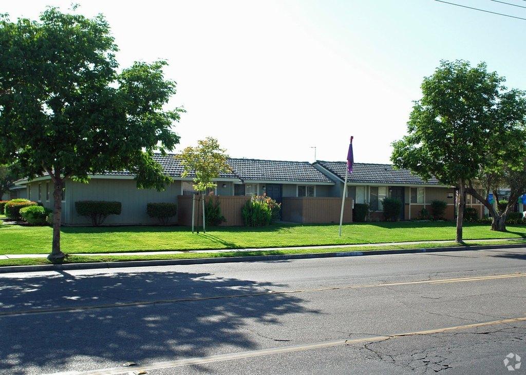 3848 N Hughes Ave, Fresno, CA 93705