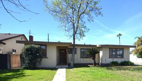 Photo of 7715 Bluebell Ave, North Hollywood, CA 91605