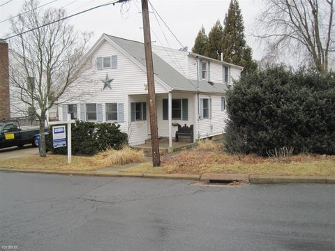 28 4th Ave, Waterford, CT 06385