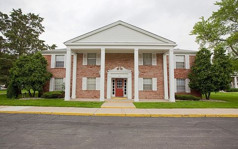 Photo of 1587 Riverside Dr, South Bend, IN 46616