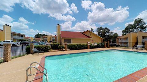Photo of 2500 N Eastman Rd, Longview, TX 75605