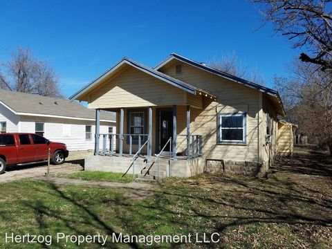 Photo of 209 S Perry St, Ponca City, OK 74601