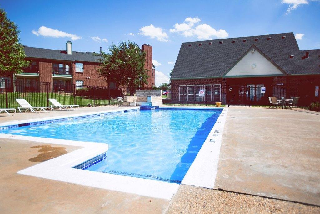Quail Creek Apartments And Duplexes   6600 Plum Creek Dr