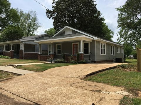 Photo of 725 N Jefferson St, Tuscumbia, AL 35674
