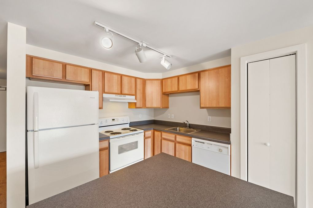 Centerpoint Apartments: 8 N Howard St, Baltimore, MD 21201