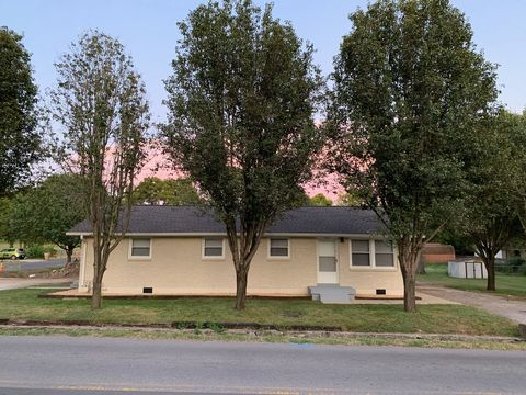 Photo of 500 Cumberland Ave Apt B, Nashville, TN 37115