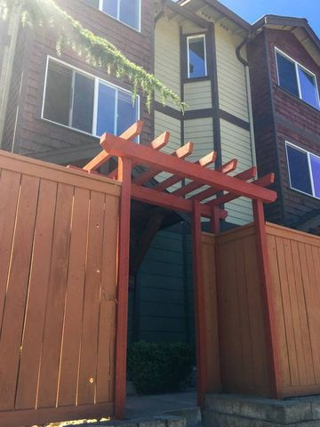 Photo of 563 Halladay St, Seattle, WA 98109