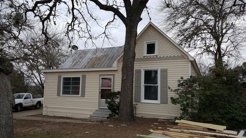 Photo of 759 N Madison St, La Grange, TX 78945