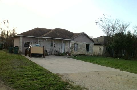 Photo of 416 E Lake Dr, Taylor, TX 76574