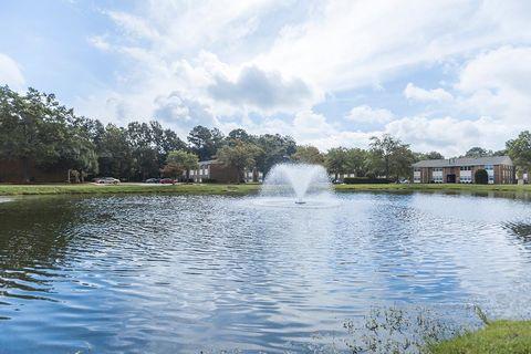 Photo of 908 Lake Village Dr, Chesapeake, VA 23323