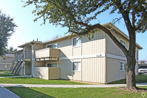 Photo of 683 N Haney Ave, Reedley, CA 93654
