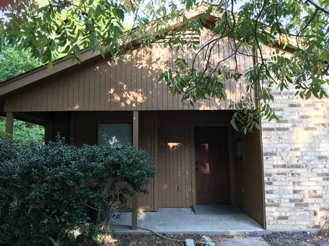 Photo of 412 Lizzie St, Taylor, TX 76574
