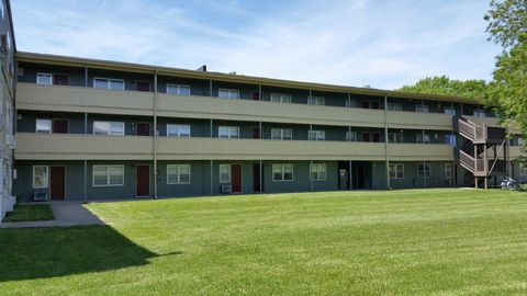 Photo of 736 E 12th Ave, Emporia, KS 66801