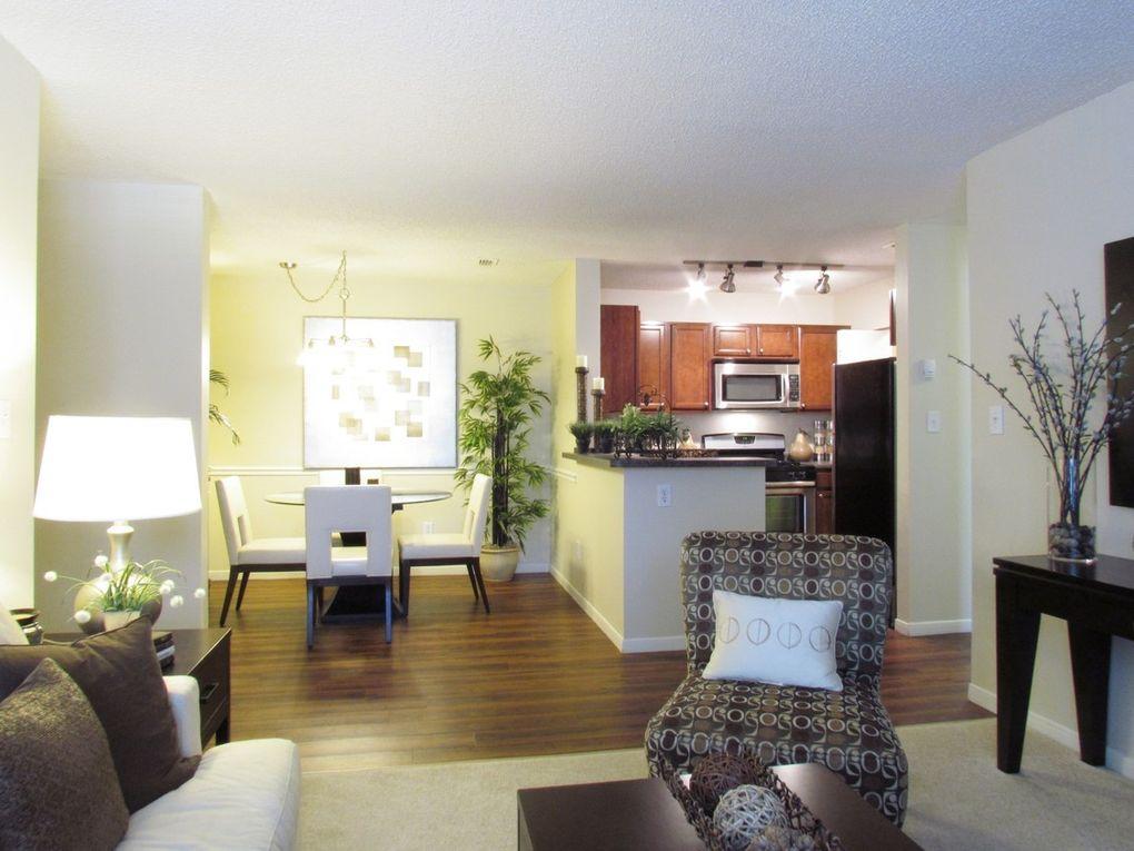 345 buckland hills dr manchester ct 06042. Black Bedroom Furniture Sets. Home Design Ideas