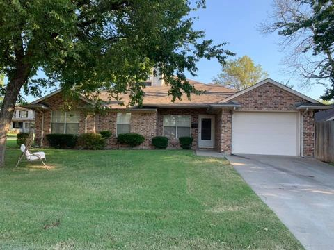 Photo of 520 N Tone Ave, Denison, TX 75020