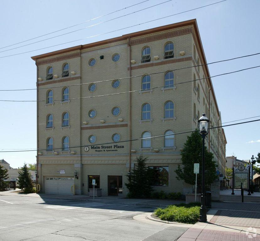 Mainstreet Apartments: 234 W Main St, Waukesha, WI 53186
