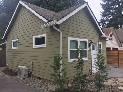 Photo of 7360 Ne Multnomah St, Portland, OR 97213