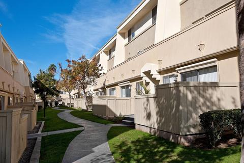 16124 Rosecrans Ave, La Mirada, CA 90638