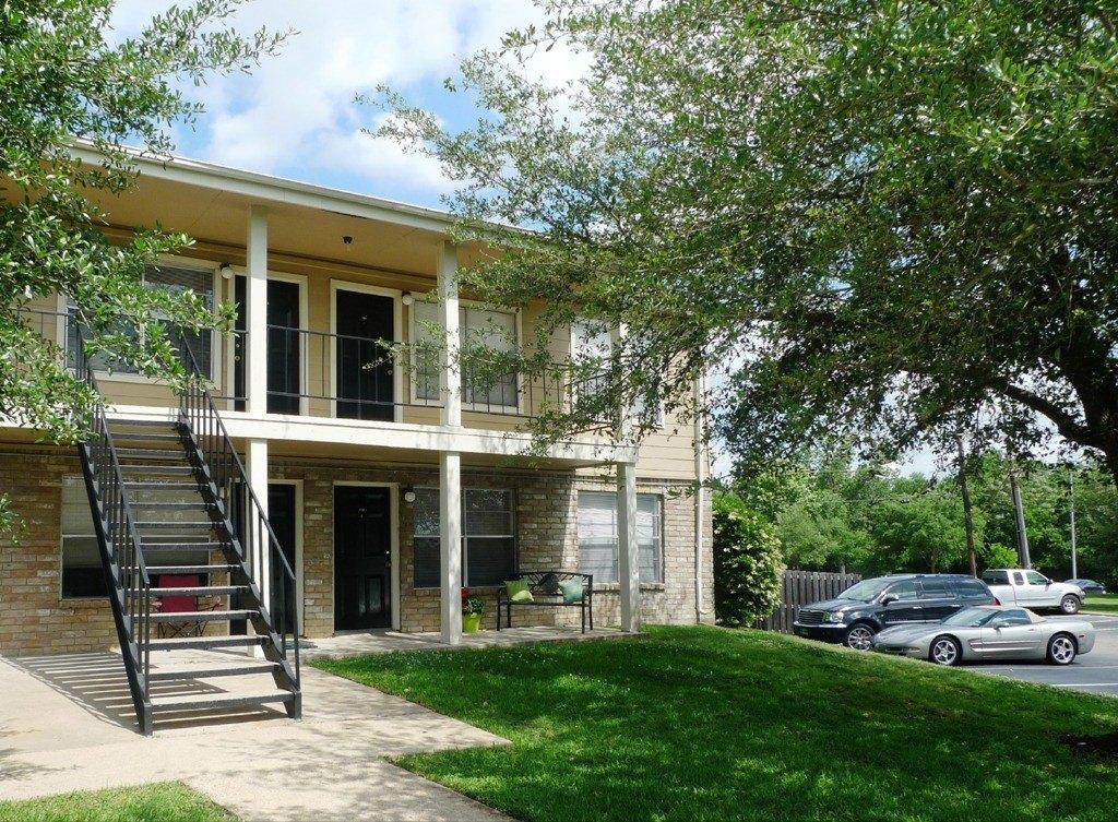 Plantation Oaks Apartments