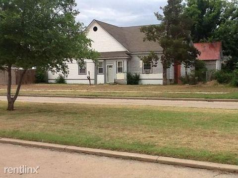 Photo of 502 W Jefferson St, Mangum, OK 73554