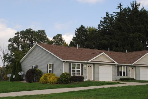 Photo of 109 Meadow Wood Dr, Salem, OH 44460