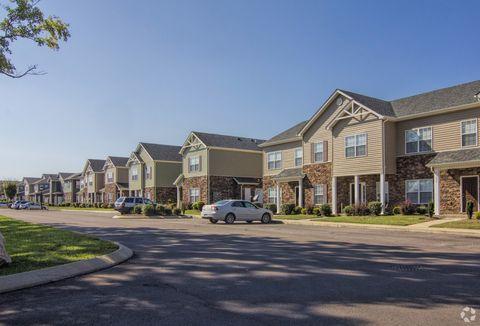 Photo of 1001 Pinehurst Dr, Spring Hill, TN 37174