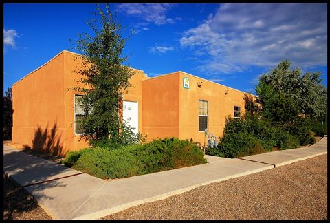 Photo of 110 Otono Rd, Taos, NM 87571