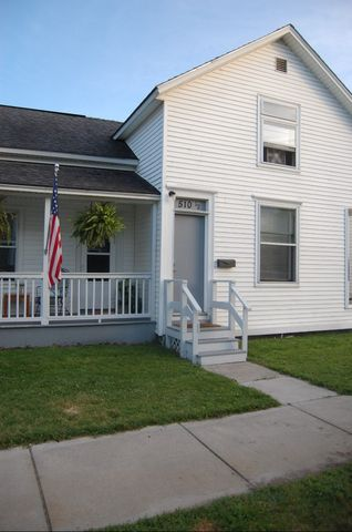 Photo of 510 1/2 Adams St, Grand Haven, MI 49417