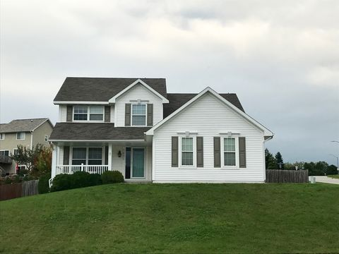 Photo of 1695 Pease Dr, Pleasant Hill, IA 50327