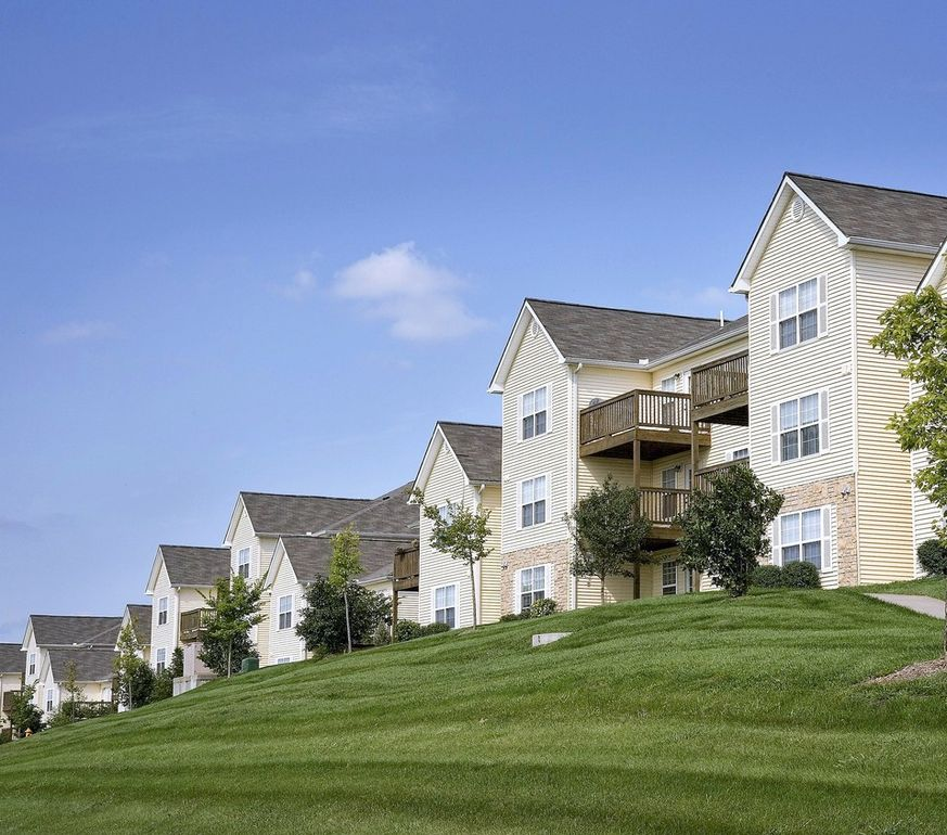 Pepperwood Apartments: 19400 E 37th Terrace Ct S, Independence, MO 64057