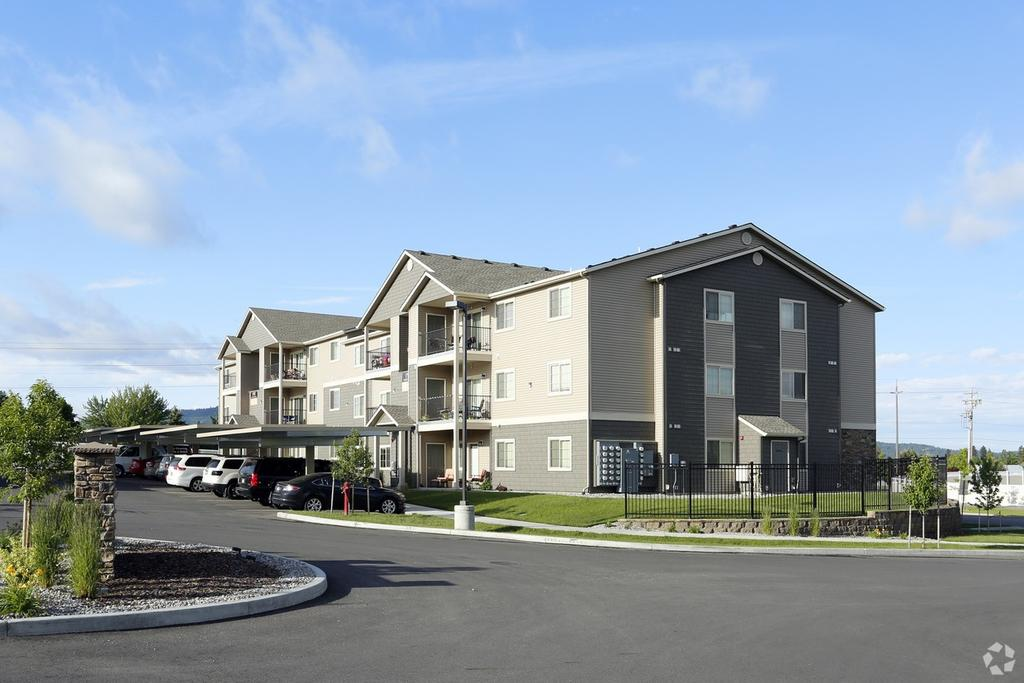 Fieldstone Apartments | 1558 E Sweetwater Cir | Apartment