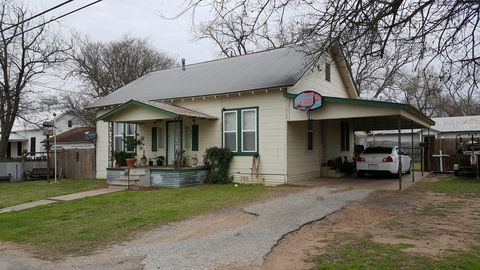 Photo of 642 N Main St, La Grange, TX 78945
