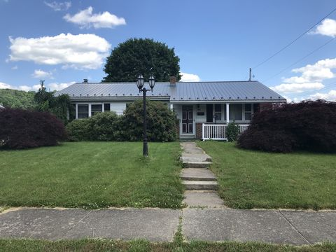 Photo of 700 N Division St, Mount Union, PA 17066
