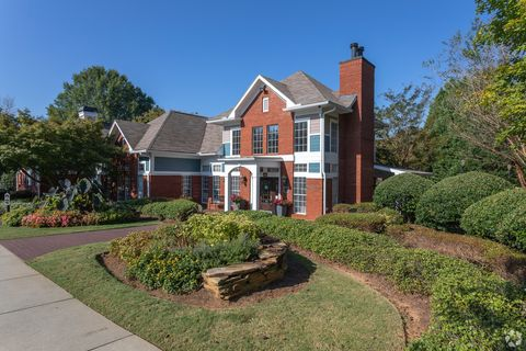 Photo of 100 Hemingway Ln, Roswell, GA 30075