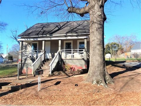 Photo of 104 Pickens St, Easley, SC 29640