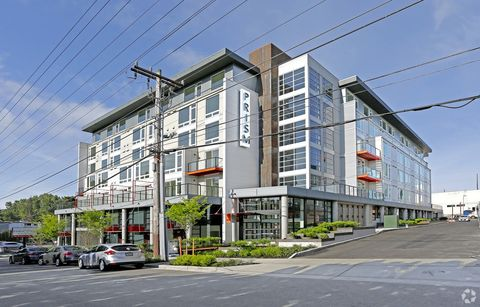 Photo of 10711 8th Ave Ne, Seattle, WA 98125