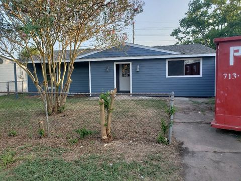 Photo of 923 W 12th St, Freeport, TX 77541