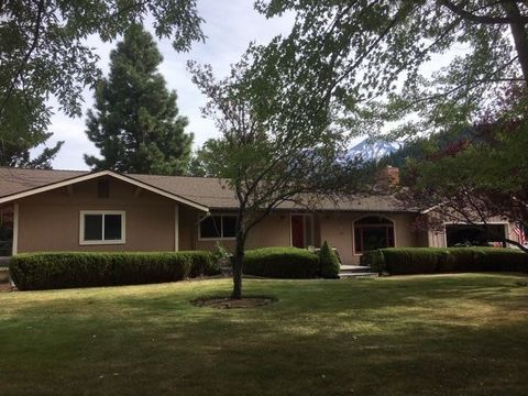 Photo of 2008 Pine Grove Dr, Mount Shasta, CA 96067