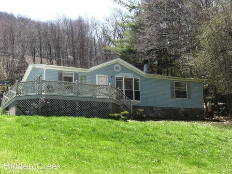 Photo of 111 Oxford Ln, Blowing Rock, NC 28605